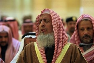 Саудівський муфтій заявив, що не дозволяв чоловікам харчуватися м'ясом своїх дружин