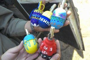 Писанки наступательные: бойцы АТО разрисовывают Пасхальными рисунками гранаты
