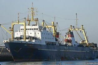 У порту на Канарах загорівся російський траулер