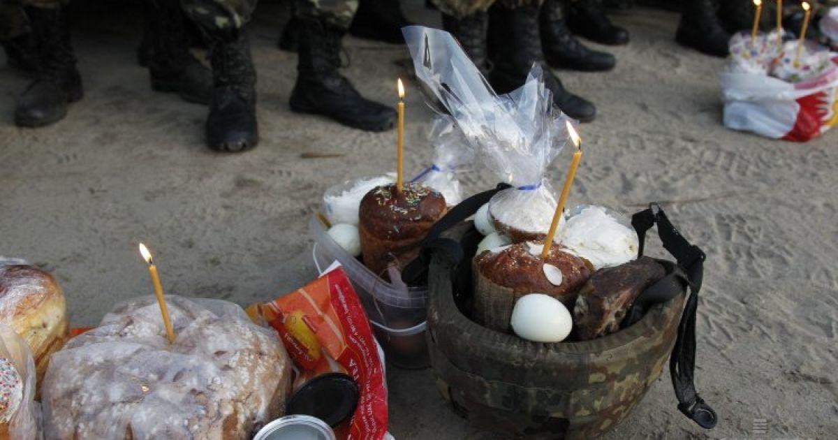 Во время Пасхальной службы на полигоне в Житомирской области @ УНИАН