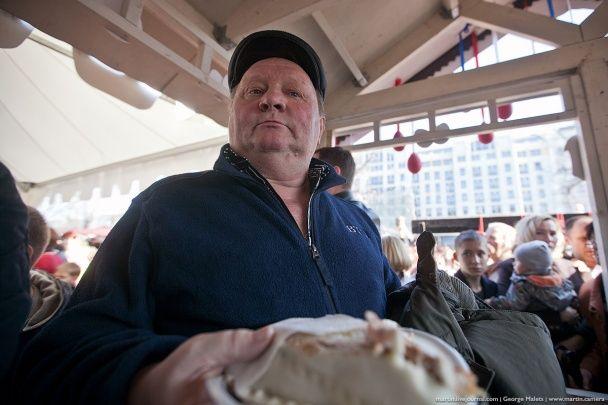 В Москве в очереди за бесплатным пасхальным куличем началась давка