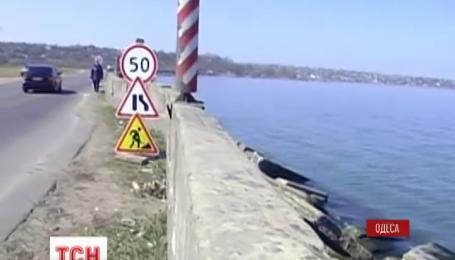В Одессе спасают дамбу, которая разделяет Хаджибейский лиман с районом Пересыпь