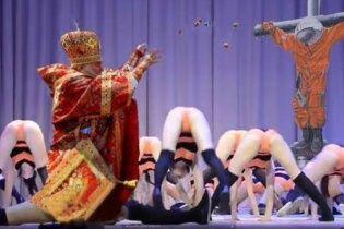 Неправильні бджоли. У соцмережах тролять відвертий танок школярок в Оренбурзі