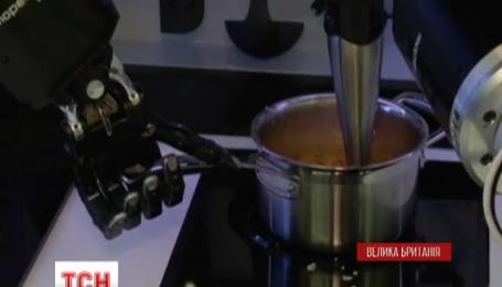 В Лондоне представили робота, который в совершенстве дублирует движения шеф-повара