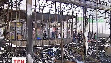 """Біля метро """"Позняки"""" в Києві сталася сильна пожежа"""