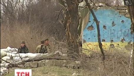На Луганщине боевики вечером обстреляли позиции украинских военных неподалеку Крымского