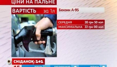 Долар та євро знову зросли в ціні, а з вересня в Україні здорожчає цукор