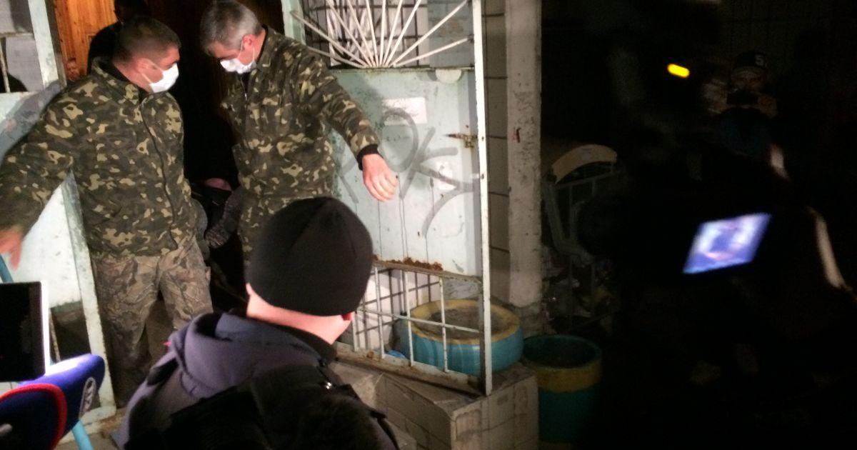 В 00:40 тело Елена Калашникова забрали с места убийства @ vn.cominformua.com