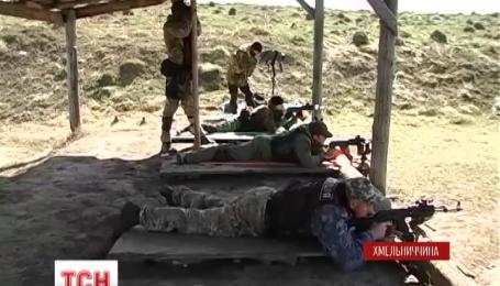 Хмельницькі правоохоронці пристрілюються перед поїздкою в АТО