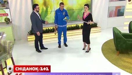 Боксер Александр Хижняк рассказал, как настраивается на бой и об отношениях с фанатками