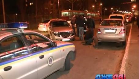 На пустой столичной дороге столкнулись четыре авто