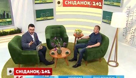 Украинские гонщики прославляют Украину на машине с вышивкой