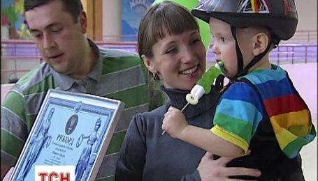 2-річний киянин Микитка став наймолодшим бігуном на роликах в Україні