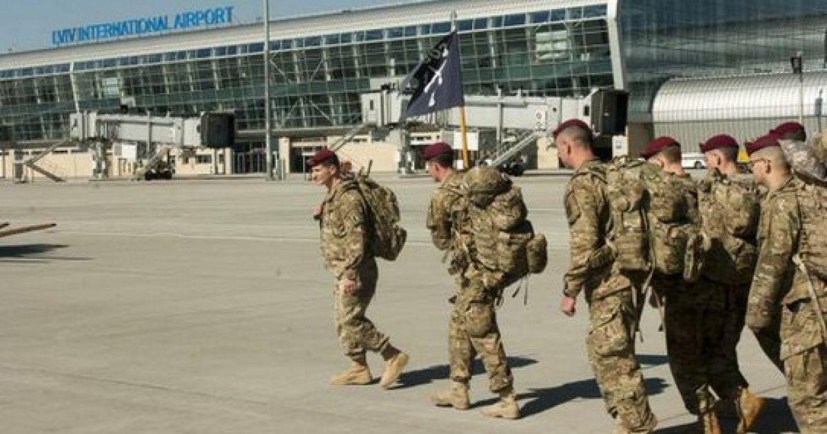 Військові США прилетіли до України @ twitter.com/GeoffPyatt
