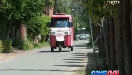 На улицах Пакистан курсирует розовое такси для женщин