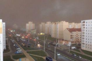 В Беларуси погодный апокалипсис: мощная буря превратила день в ночь