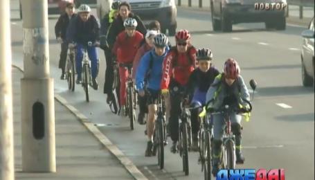 Владимир Кличко вместе с киевлянами призывают ездить на работу на велосипеде
