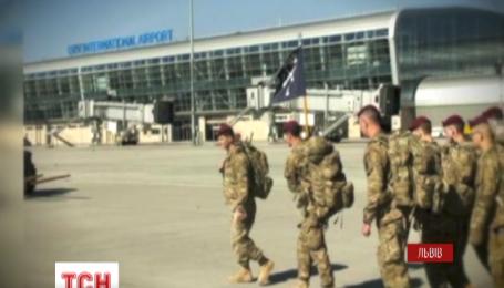 290 військових зі Сполучених Штатів прибули до Львова, аби навчати українських бійців