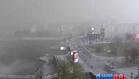 Песчаная буря в Хмельницком остановила движение транспорта