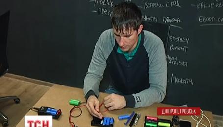 В Днепропетровске из использованных аккумуляторов делают подзарядки для АТО