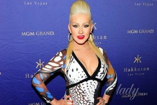 Кристина Агилера пришла на вечеринку в Лас-Вегасе в откровенном платье от Roberto Cavalli