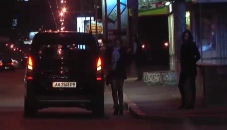Столичная милиция продолжает покрывать проституток