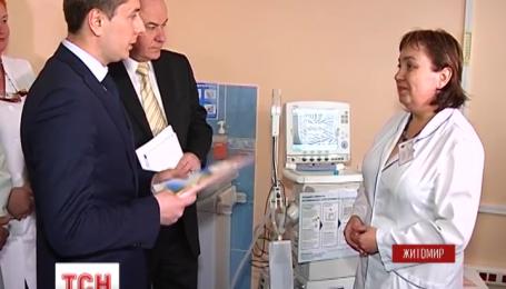 Житомирська обласна дитяча лікарня отримала два апарати штучного дихання для новонароджених