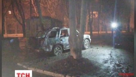 У Харкові о пів на четверту ранку невідомі підірвали камуфльований джип