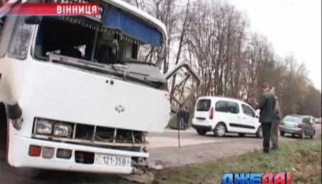 Автобус с пассажирами в Винницкой области попал в аварию