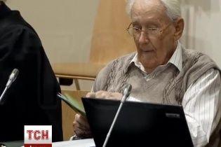 """Підозрюваний у вбивстві 300 тисяч людей """"бухгалтер Освенцима"""" постав перед судом"""