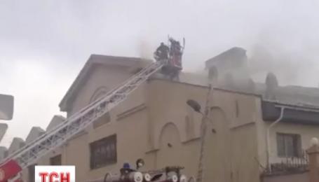 Пожежу в російському посольстві в Астані гасило півсотні людей