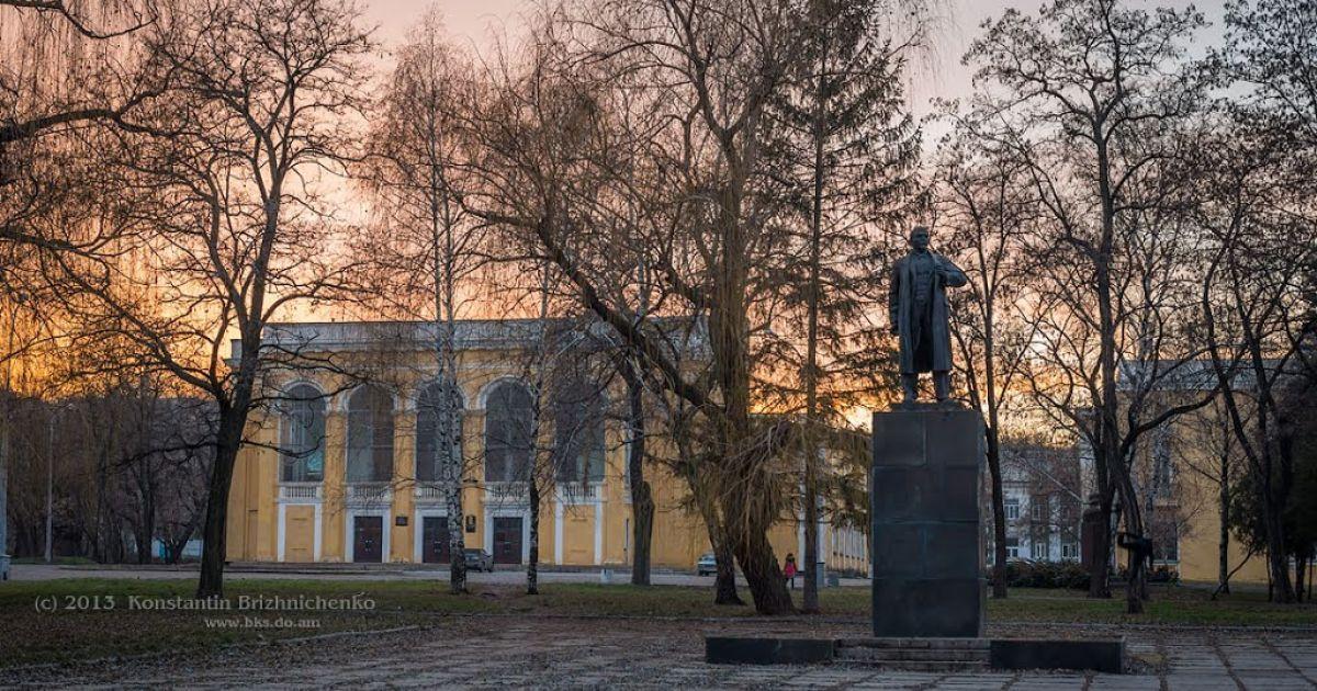 Напомним, что  памятник Ленина на главной площади Краматорска активисты снесли пять дней назад @ kartagoroda.com.ua