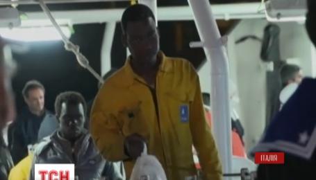 Спасенных мигрантов поселили в приют в итальянском городе Минео