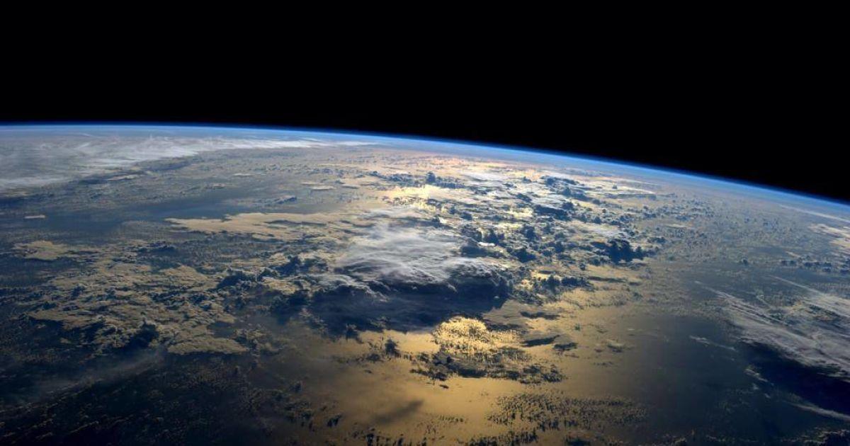 Астронавт NASA показал с борта SpaceX Crew Dragon, какой потрясающий вид имеет Земля из космоса