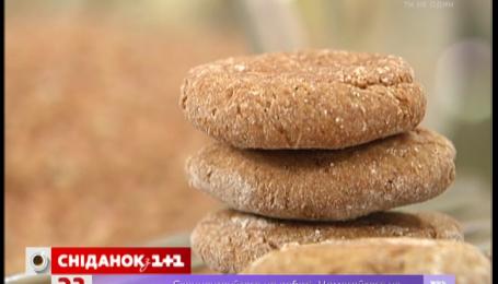 Сьогодні Руслан Сенічкін пригощає гречаним печивом