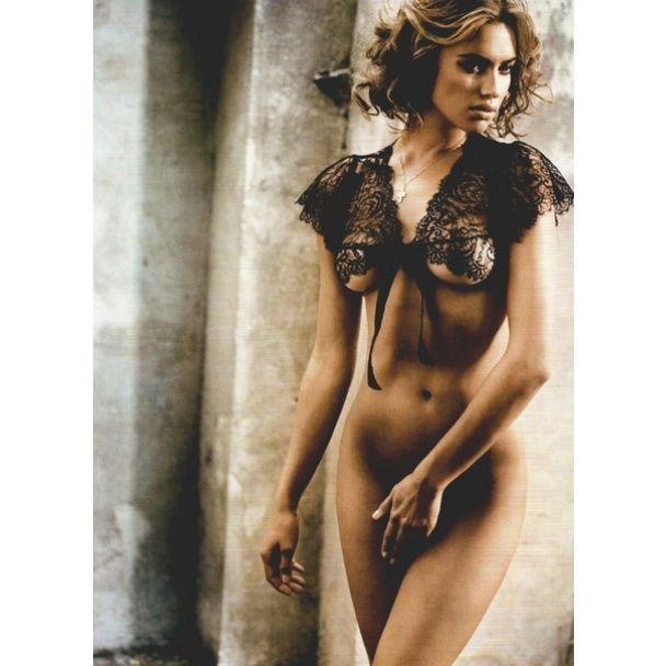 Именинница дня: 15 сексуальных образов Ирины Шейк