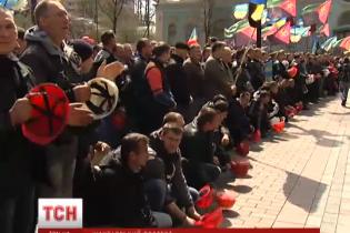 """СБУ затримує """"кур'єрів"""", які привезли готівку від Азарова для псевдошахтарів"""
