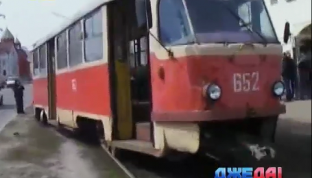 В Харькове водитель трамвая влетел в столб