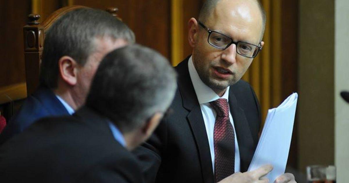 Яценюк обещает утвердить расширенный пакет санкций против России