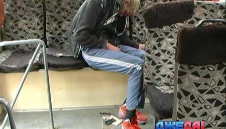 В Николаеве задержали пьяного пассажира маршрутки со штык-ножом за пазухой