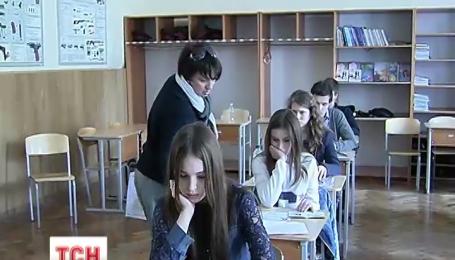 ЗНО розпочалося сьогодні обов'язковим тестом з української мови та літератури