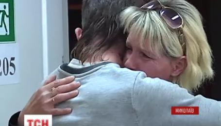 После 20 лет разлуки парень сирота из Николаева нашел свою маму