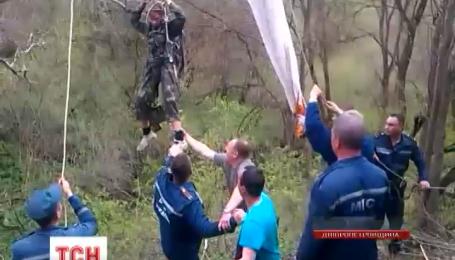 На Днепропетровщине спасли школьника, который неудачно прыгнул с парашютом