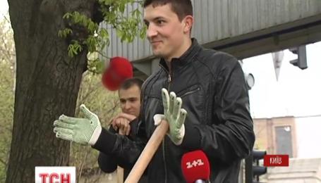 Тысячи украинцев сегодня вышли на улицы и в парки праздновать День Окружающей среды