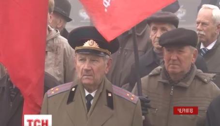 Чернігівські волонтери до травневих свят проводять акцію «Нагодуй комуніста»