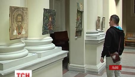 Во Львове открыли уникальную выставку икон в стиле милитари