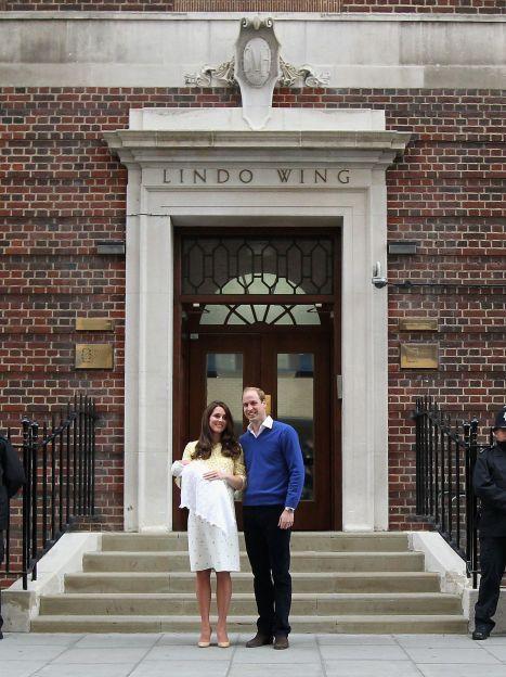 Герцогиня Кембриджская и принц Уильям с принцессой Шарлоттой / © Getty Images