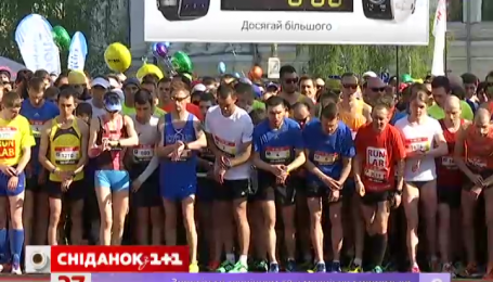 Напівмарафон у Києві пробігли понад шість тисяч учасників