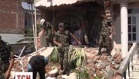 В Непале не прекращаются поиски уцелевших во время землетрясения