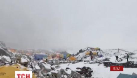 Українських спортсменів-альпіністів на Евересті немає